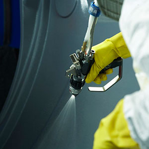 gelcoat-spray-gun-shipyard
